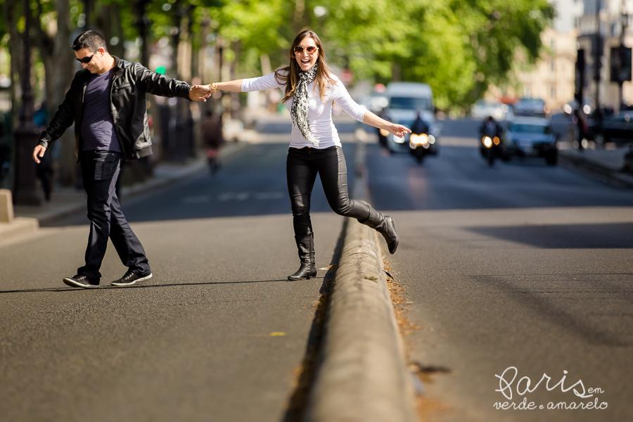 Ser feliz em Paris por verde e amarelo | photo - Jana Arruda e Daniel Cojocaru